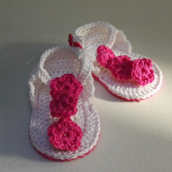 Baby schoen Sandaal gehaakt wit roze