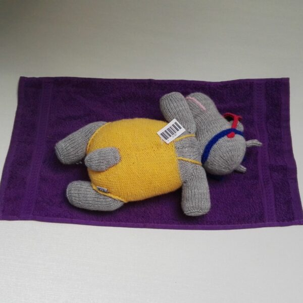 -Baby Knuffel Hippo Gebreid Achter