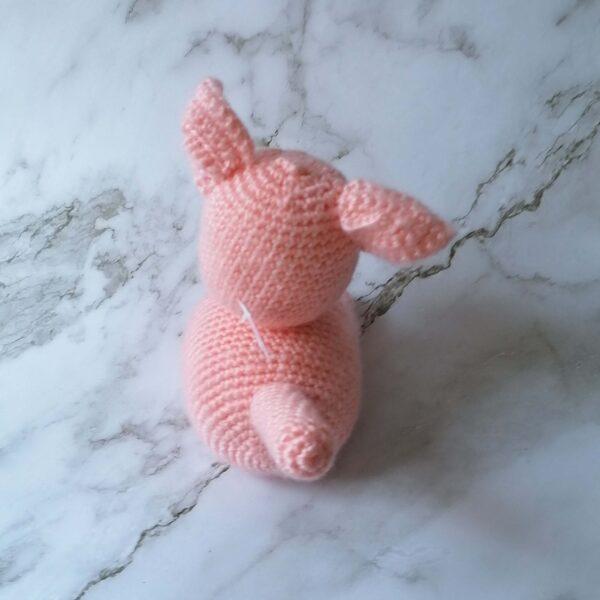 Baby knuffel gehaakt poes achter roze