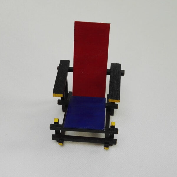 Poppenhuis Rietveldstoel voor