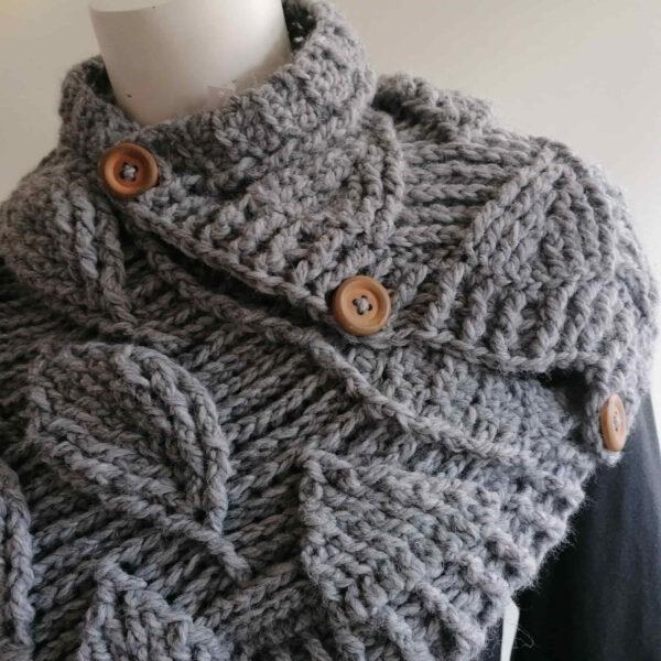 Sjaal bladmotief gebreid grijs detail1