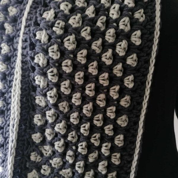 Sjaal Cowl gehaakt grijs detail