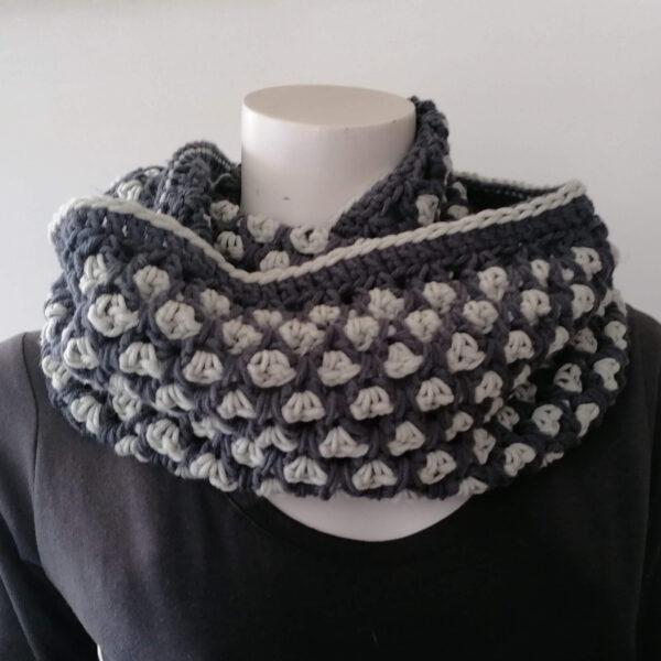 Sjaal Cowl gehaakt grijs detail2