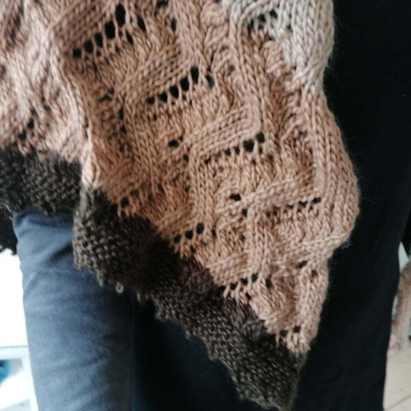 Sjaal gebreid Ajour verloopgaren bruin detail
