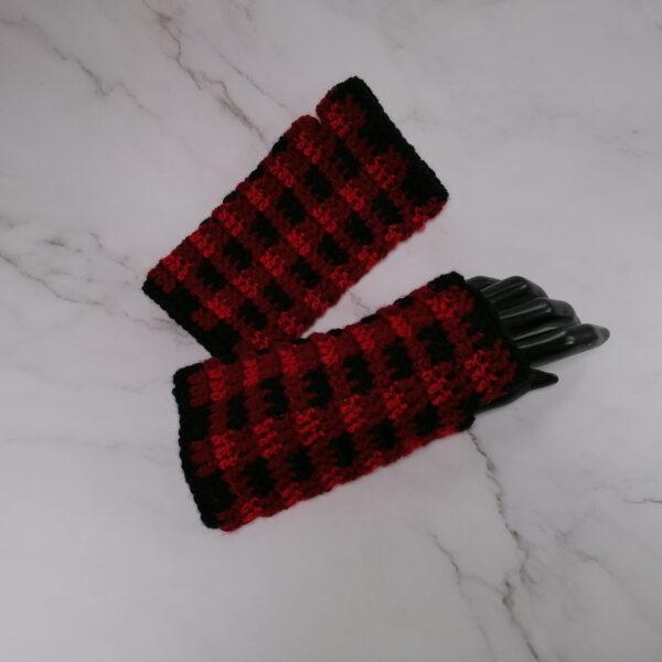 Handschoen vingerloos gehaakt ruit rood zwart